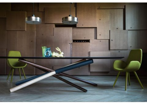 w dining table