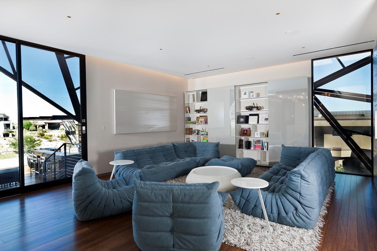 Up-Lounge
