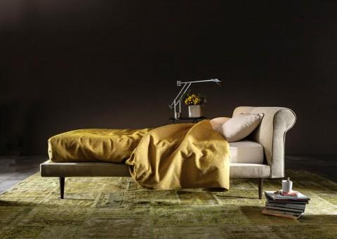 minimalist arthur platform bed